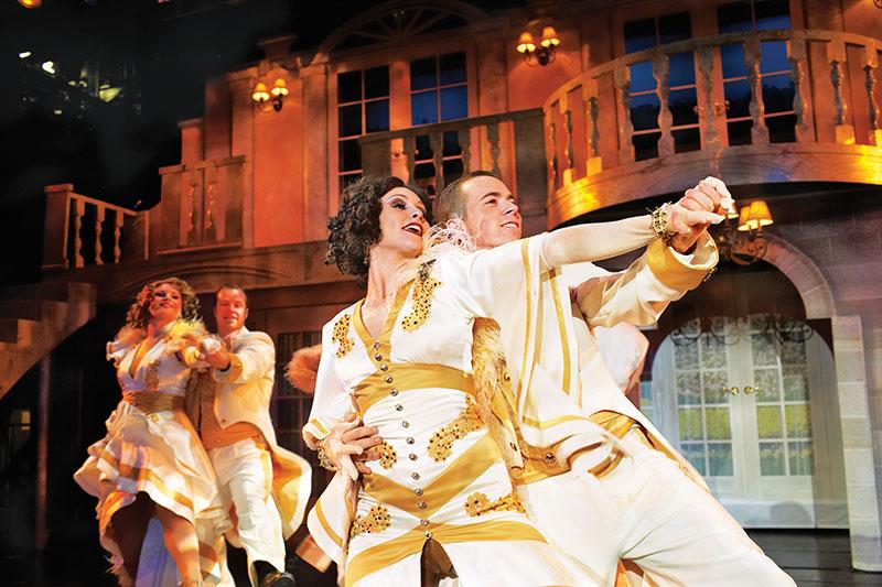 красочные шоу и мюзиклы в театре на борту