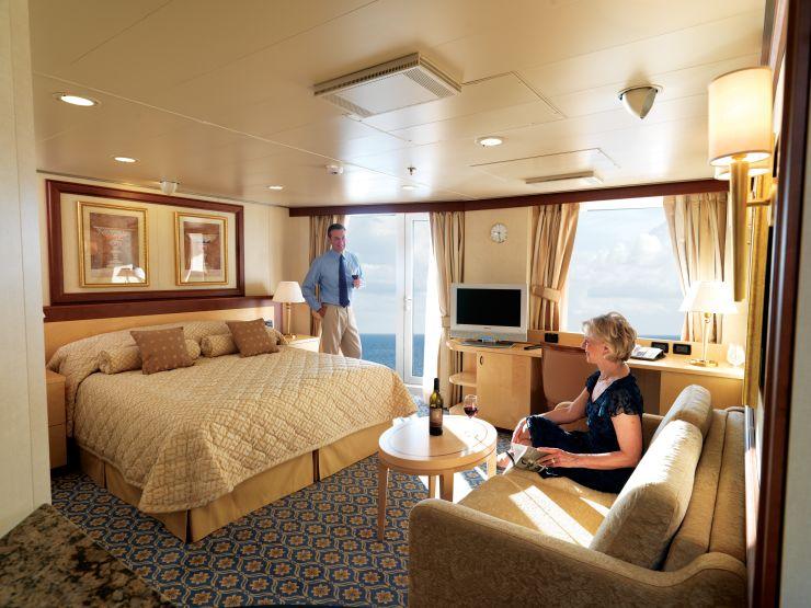 Куинс-сьют с балконом на лайнере Queen Elizabeth
