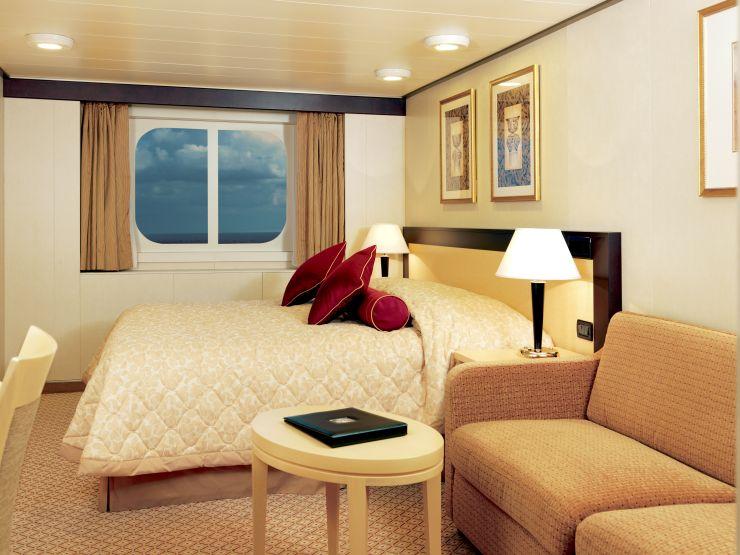 Каюта с окном на лайнере Queen Victoria
